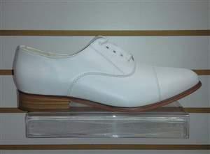 PA-19 branco salto n - Sapatos branco de pelica salto normal com cadarço.